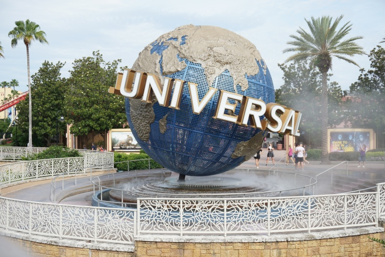UNIVERAL STUDIOS GLOBE FLORIDA TRAVEL GUIDE