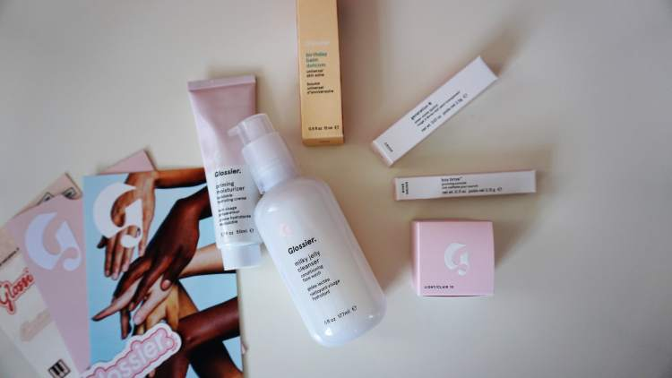 GLOSSIER HAUL UK SHIPPING PRODUCT HAUL PRODUCT REVIEW MILKY JELLY CLEANSER BALMDOTCOM BOY BROW GENERATION G LIPSTICK -min