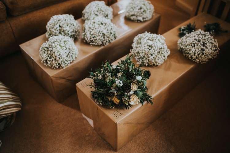 LORA CHRIS WEDDING BUDDING FLORAL DESIGNS FLOWERS RUSTIC WEDDING COUNTRY VINTAGE FLOWERS PETE HUGO PHOTOGRAPHY WEDDING FLOWERS 1-min