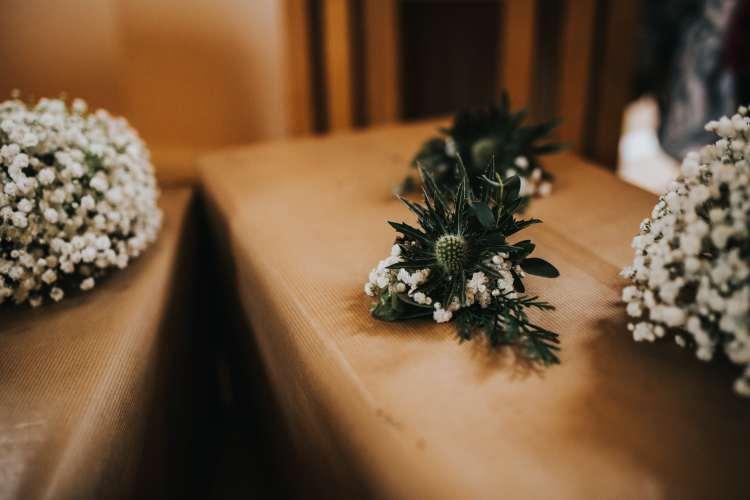 LORA CHRIS WEDDING BUDDING FLORAL DESIGNS FLOWERS RUSTIC WEDDING COUNTRY VINTAGE FLOWERS PETE HUGO PHOTOGRAPHY WEDDING FLOWERS 4-min