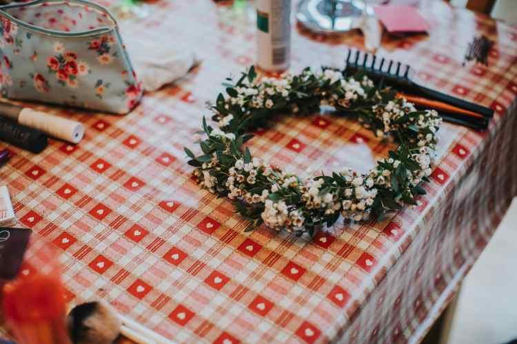 LORA CHRIS WEDDING BUDDING FLORAL DESIGNS FLOWERS RUSTIC WEDDING COUNTRY VINTAGE FLOWERS PETE HUGO PHOTOGRAPHY WEDDING FLOWERS-min