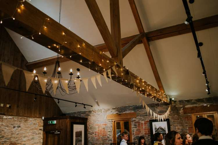 LORA CHRIS WEDDING THE OLD STABLES ADVICE FOR FINDING A WEDDING VENUE RUSTIC LEICESTERSHIRE WEDDING SHABBY CHIC WEDDING VENUE CONVERTED BARN 1