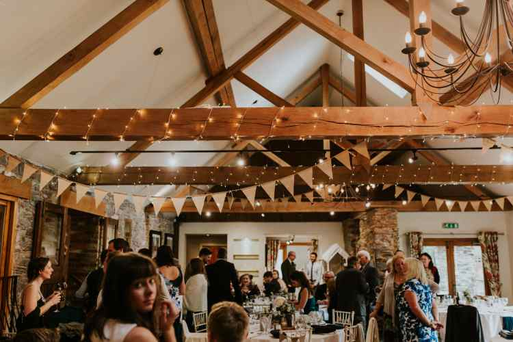 LORA CHRIS WEDDING THE OLD STABLES ADVICE FOR FINDING A WEDDING VENUE RUSTIC LEICESTERSHIRE WEDDING SHABBY CHIC WEDDING VENUE CONVERTED BARN 2