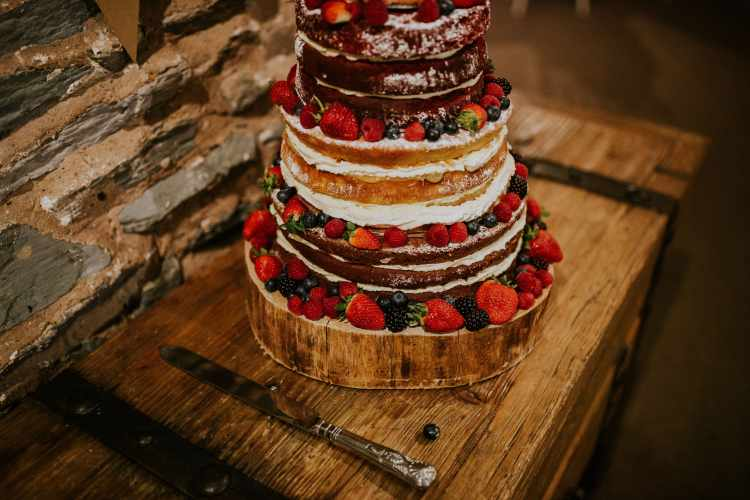 LORA CHRIS WEDDING THE OLD STABLES ADVICE FOR FINDING A WEDDING VENUE RUSTIC LEICESTERSHIRE WEDDING SHABBY CHIC WEDDING VENUE CONVERTED BARN 3 WEDDING DECOR RUSTIC NAKED HOMEMADE WEDDING