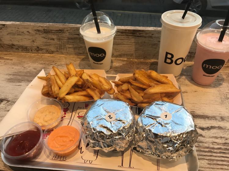 BOO BURGER LEICESTER BURGER BAR POSH FAST FOOD FAST FOOD REVIEW HALLOUMI BURGER 9-min