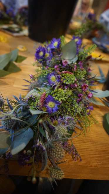 MAKING FRIENDS AS AN ADULT MY EXPREINCE ONLINE FRIENDSHIP BUMBLE EVENTS FLOWER CROWN WORKSHOP1