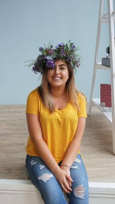 MAKING FRIENDS AS AN ADULT MY EXPREINCE ONLINE FRIENDSHIP BUMBLE EVENTS FLOWER CROWN WORKSHOP3