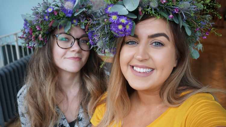 MAKING FRIENDS AS AN ADULT MY EXPREINCE ONLINE FRIENDSHIP BUMBLE EVENTS FLOWER CROWN WORKSHOP5
